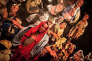 """In scena nel carcere di Volterra, lo spettacolo coi detenuti attori della compania della Fortezza, """"Romeo e Giulietta - Mercuzio non vuole morire"""" di W. Shakespeare, regia Armando Punzo. Un attore detenuto nellce celle del penitenziario dove si è svolta una parte dello spettacolo del 2011"""