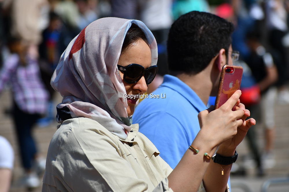London, UK. 27 June 2019. UK Weather - Hijab lady taking a selfies at the Hottest week in June 2019 at Buckingham Palace, London, UK