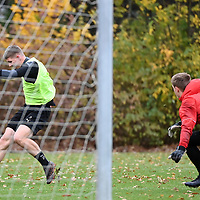 19.11.2020, Sportpark Illoshöhe, Osnabrück, GER, 2. FBL, Training VfL Osnabrück <br /> <br /> im Bild<br /> Luc Ihorst (VfL Osnabrück) mit einem Torschuss.<br /> <br /> Foto © nordphoto / Paetzel