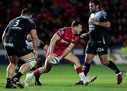Scarlets' Gareth Davies gets the ball away<br /> <br /> Photographer Simon King/Replay Images<br /> <br /> European Rugby Champions Cup Round 6 - Scarlets v Toulon - Saturday 20th January 2018 - Parc Y Scarlets - Llanelli<br /> <br /> World Copyright © Replay Images . All rights reserved. info@replayimages.co.uk - http://replayimages.co.uk