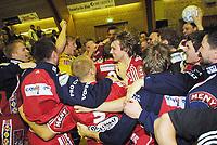 25.mars2001: Elleville superglade Sandefjordspillere etter kampen mot Drammen. Hele fire ekstraomganger måtte til før Ellingsen satte inn to strake mål og førte Sandefjord til seier. Resultatet ble 37-36 til Sandefjord. Fulltid 26-26. Etter 2 e.o. 30-30.