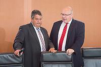 22 JUN 2016, BERLIN/GERMANY:<br /> Sigmar Gabriel (L), SPD, Bundeswirtschaftsminister, und Peter Altmeier (R), CDU, Kanzleramtsminister, im Gespraech, vor Beginn der Kabinettsitzung, Bundeskanzleramt<br /> IMAGE: 20160622-01-009<br /> KEYWORDS: Sitzung, Kabinett, Gespräch