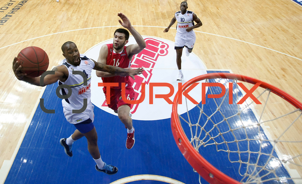 Fenerbahce Ulker's Bo McCalebb (L) and Olympiacos's Kostas Papanikolaou (C) during their Euroleague Basketball Top 16 Game 13 match Fenerbahce Ulker between Olympiacos at Fenerbahce Ulker Sports Aren in Istanbul, Turkey, Thursday, March 29, 2013. Photo by TURKPIX