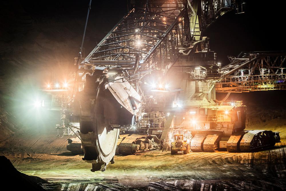 Juechen, DEU, 18.10.2016<br /> <br /> Braunkohlebagger im Tagebau Garzweiler.<br /> <br /> Der von der RWE Power AG betriebene Braunkohletagebau Garzweiler erstreckt sich im Rheinischen Braunkohlerevier zwischen den Staedten Bedburg, Grevenbroich, Juechen, Erkelenz und Moenchengladbach. <br /> <br /> The Garzweiler open-cast lignite mine operated by RWE Power AG extends in the Rhenish lignite district  in the westernmost part of Germany between the cities of Bedburg, Grevenbroich, Juechen, Erkelenz and Moenchengladbach.<br /> <br /> Foto: Bernd Lauter/berndlauter.com