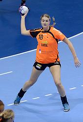 07-12-2013 HANDBAL: WERELD KAMPIOENSCHAP NEDERLAND - DOMINICAANSE REPUBLIEK: BELGRADO <br /> 21st Women s Handball World Championship Belgrade, Nederland wint met 44-21 / Kelly Dulfer<br /> ©2013-WWW.FOTOHOOGENDOORN.NL