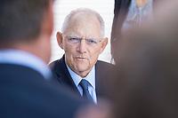 27 AUG 2017, BERLIN/GERMANY:<br /> Wolfgang Schaeuble, CDU, Bundesfinanzminister, im Gespraech mit Buergern, Tag der offenen Tuer, Bundesministerium der Finanzen, BMF<br /> IMAGE: 20170827-01-050<br /> KEYWORDS: Tag der offenen Tür, Wolfgang Schäuble