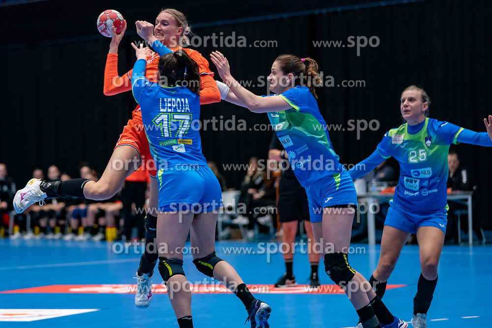 Kelly Dulfer of Netherlands, Natasa Ljepoja and Ana Gros of Slovenia in action during the Women's friendly match between Netherlands and Slovenia at De Maaspoort on march 19, 2021 in Den Bosch, Netherlands (Photo by RHF Agency/Ronald Hoogendoorn)