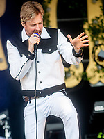 Kaiser Chiefs live at the Pub in the Park's drive in Garden Party Henley