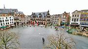 Nederland, Nijmegen, 25-10-2020 In de stad is het stil en leeg vanwege de verscherpte coronamaatregelen die de horeca op slot hebben gedaan . De Grote Markt , het historisch centrum .Foto: ANP/ Hollandse Hoogte/ Flip Franssen