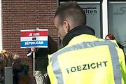 Koningsdag in Dordrecht / Kingsday in Dordrecht<br /> <br /> Op de foto / On the photo: <br /> <br />  Republikeinen  demonstreren