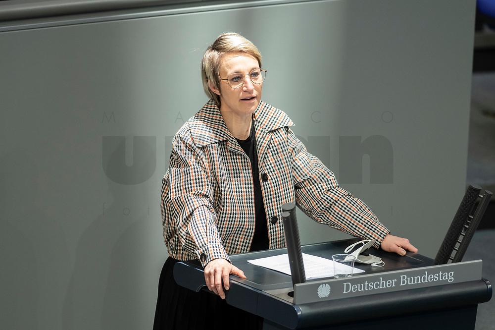 05 MAR 2021, BERLIN/GERMANY:<br /> Nadine Schoen, MdB, CDU, waehrend der Debatte zum Internationalen Frauentag; Plenum, Reichstagsgebaeude, Deutscher Bundestag<br /> IMAGE: 20210305-01-014<br /> KEYWORDS: Nadine Schön