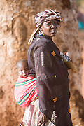 A woman carrying her child near the riverside. At the confluence of the Niger and the Bani rivers, between Timbuktu and Ségou, Mopti is the second largest city in Mali, and the hub for commerce and tourism in this west-african landlocked country.