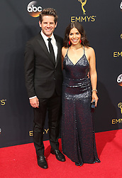 Ryan Piers Williams, America Ferrera  bei der Verleihung der 68. Primetime Emmy Awards in Los Angeles / 180916<br /> <br /> *** 68th Primetime Emmy Awards in Los Angeles, California on September 18th, 2016***