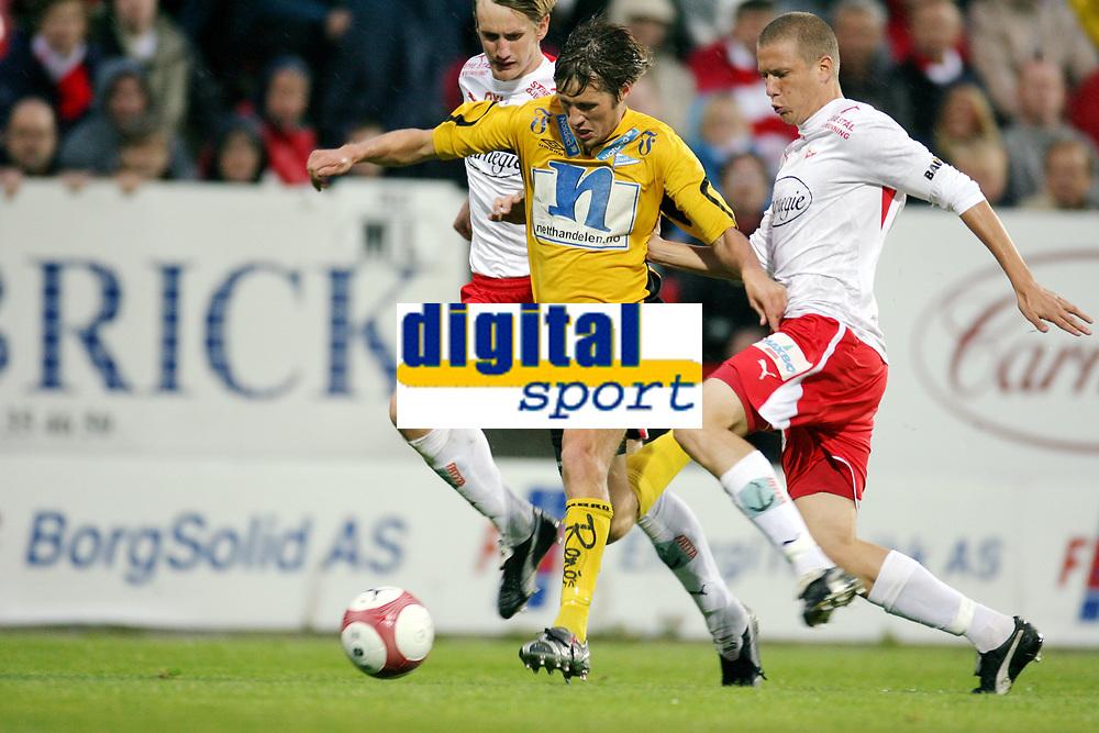 Fotball , 20. september 2006 , semifinale NM , cupen , Fredrikstad - Start 3-2 eeo,<br /> Patrik Gerrbrand (th) og Raio Piiroja ,  Fredrikstad mot Geir Ludvig Fevang , Start