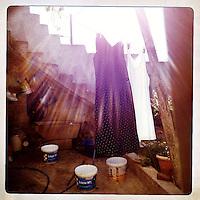 Kreta, Kroustas , 24 juli 2013.<br /> <br /> Een tuintje met wasgoed dat hangt te drogen in het bergdorpje Kroustas even ten Zuiden van Kritsa in het Noord Oosten van Kreta.<br /> Summer holiday on the Greek island of Crete. Laundry drying in the courtyard.