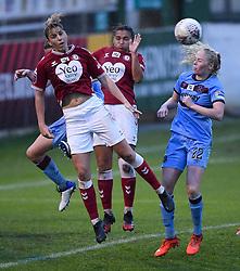 Gemma Evans of Bristol City Women contends for the aerial ball with Grace Fisk of West Ham United Women - Mandatory by-line: Ryan Hiscott/JMP - 13/12/2020 - FOOTBALL - Twerton Park - Bath, England - Bristol City Women v West Ham United Women - Barclays FA Women's Super League