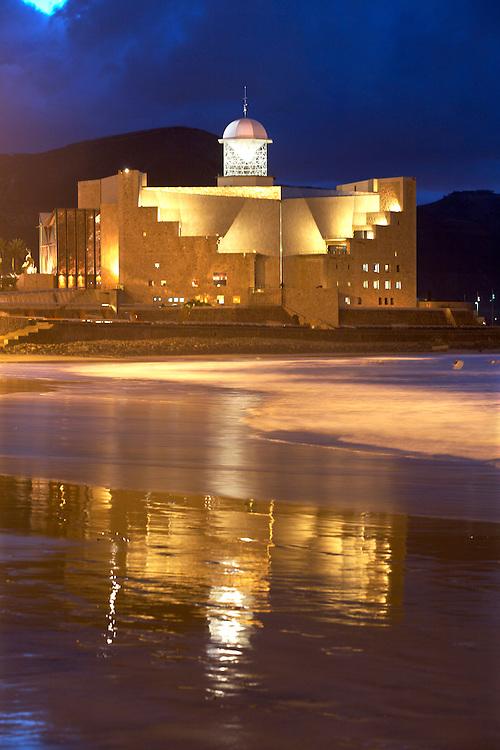 España. Islas Canarias. Gran Canaria. Las Palmas.Vista nocturna del Auditorio Alfredo Krauss en la Playa de las Canteras..©JOAN COSTA....