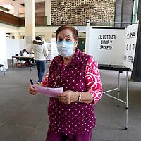 Toluca, México.- Poca afluencia de personas se registró en la Consulta Popular organizada por el INE para enjuiciar a los expresidentes de México. Agencia MVT / Ramsés Mercado.