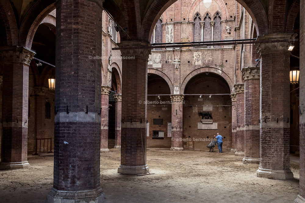 Italy, Siena, the Palio: il cortile del Podestà. beside the town hall the courtyardis the place where all the horses are accompnied before the trials and the final race