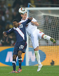 12.06.2010, Sandton - Nelson Mandela Square, Johannesburg, RSA, FIFA WM 2010, 3D television, im Bild John Terry of England tangles with Robbie Findley of USA, EXPA Pictures © 2010, PhotoCredit: EXPA/ IPS/ Mark Atkins / SPORTIDA PHOTO AGENCY