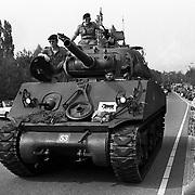 Bevrijdingsdag 1995 Huizen, bevrijdingsoptocht, tank
