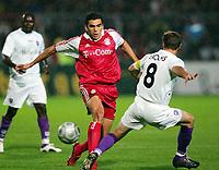 Fotball<br /> Tyskland Bundesliga 2004/05<br /> DFB-Pokal - andre runde<br /> Osnabrück v Bayern München<br /> 22. september 2004<br /> Foto: Digitalsport<br /> NORWAY ONLY<br /> LUCIO , Joe ENOCHS Osnabrück
