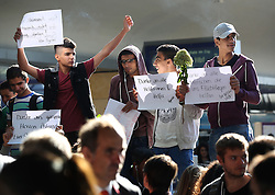 © London News Pictures. 06/09/2015. Syrian migrants hold up thank you signs  at Wien Westbahnhof train station, Vienna, Austria, September 6 2015.  Hundreds of migrants have resumed their journey through Austria to Germany after Hungary's decision on Friday to let them through. Picture by Paul Hackett/LNP
