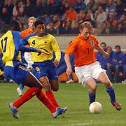 NLD/Amsterdam/20060301 - Voetbal, oefenwedstrijd Nederland - Ecuador, Dirk Kuyt, Ulsises de la Cruz en Geovanny Espinoza