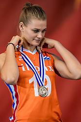 01-10-2017 AZE: Final CEV European Volleyball Nederland - Servie, Baku<br /> Nederland verliest opnieuw de finale op een EK. Servië was met 3-1 te sterk / Nika Daalderop #19 of Netherlands