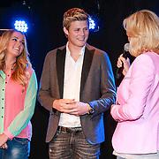 NLD/Volendam/20130523 - CD presentatie Monique Smit & Tim Douwsma, overhandigd door Irene Moors