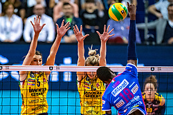 18-05-2019 GER: CEV CL Super Finals Igor Gorgonzola Novara - Imoco Volley Conegliano, Berlin<br /> Igor Gorgonzola Novara take women's title! Novara win 3-1 /  Robin de Kruijf #5 of Imoco Volley Conegliano, Kimberly Hill #15 of Imoco Volley Conegliano, Paola Ogechi Egonu #18 of Igor Gorgonzola Novara