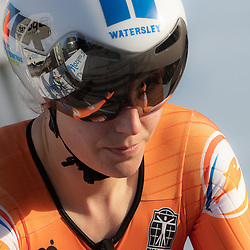 11-03-2021: Wielrennen: Healthy Ageing Tour: Lauwersoog. <br />Ilse Grit