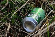 Zwerfafval in de natuur. | Litter in nature.