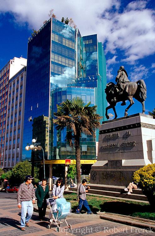 BOLIVIA, LA PAZ Plaza de Estudiante on El Prado