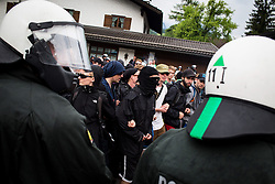 06.06.2015, Garmisch Partenkirchen, GER, G7 Gipfeltreffen auf Schloss Elmau, Circa 5000 Menschen demonstrieren in Garmisch-Patenkirchen gegen den G7-Gipfel im benachbarten Elmau, im Bild vermummte Demonstranten des schwarzen Blocks hinter Polizisten // uring Protest of the G7 opponents prior to the scheduled G7 summit which will be held from 7th to 8th June 2015 in Schloss Elmau near Garmisch Partenkirchen, Germany on 2015/06/06. EXPA Pictures © 2015, PhotoCredit: EXPA/ Eibner-Pressefoto/ Gehrling<br /> <br /> *****ATTENTION - OUT of GER*****