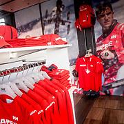 Helly Hansen Store at the MAPFRE team base in Alicante. Tienda de Helly Hansen en la base del MAPFRE en Alicante.