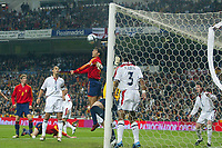 Fotball<br /> Privatlandskamp<br /> Spania v England<br /> 17. november 2004<br /> Foto: Digitalsport<br /> NORWAY ONLY<br /> Spain's Raul helps the ball into the net past England's diving goalkeeper Paul Robinson and goal line defenders Ashley Cole and Wayne Bridge (r), the goal was credited Asier Del Horno