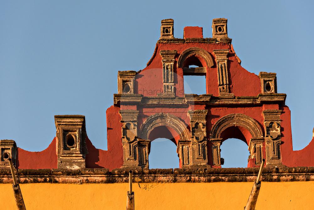 Spanish Colonial style architecture on the Universidad de Leon building on the Plaza de la Soledad in the historic district of San Miguel de Allende, Guanajuato, Mexico.