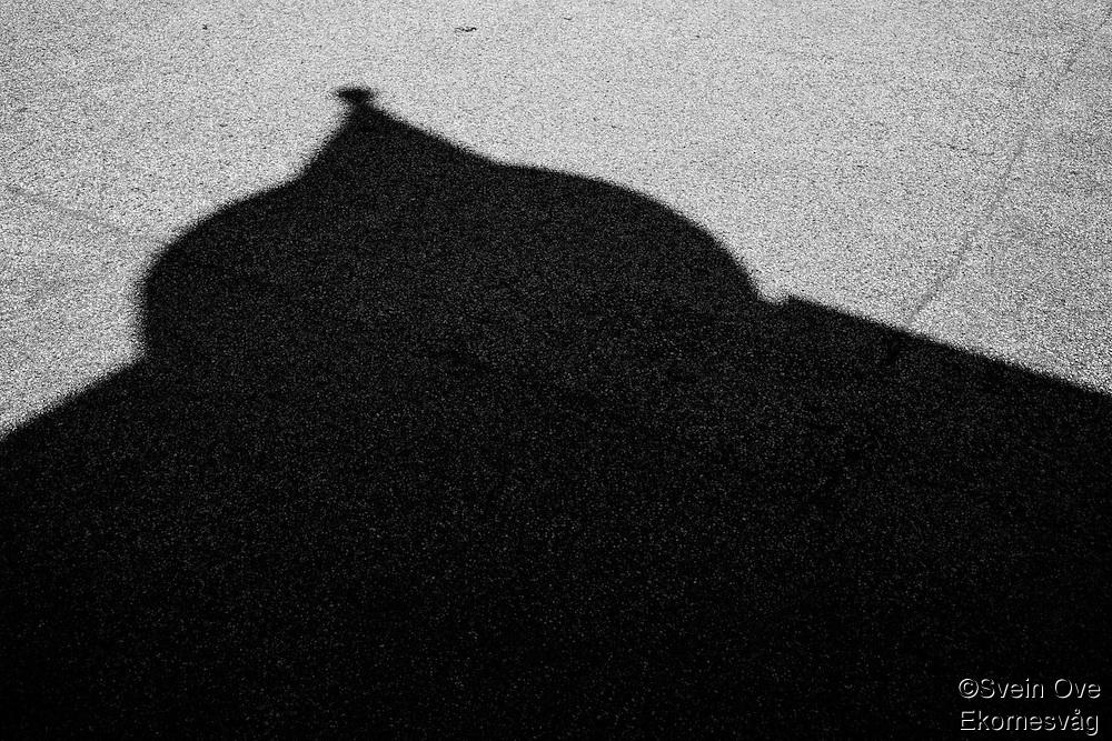 I skyggen av jugendstilen.<br /> Foto: Svein Ove Ekornesvåg
