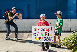 USA Olympic Team Trials Marathon 2016, young fans with Rio sign