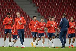 Engelske spillere varmer op før UEFA Nations League kampen mellem Danmark og England den 8. september 2020 i Parken, København (Foto: Claus Birch).