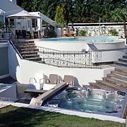 NLD/Eemnes/20060921 - Perspresentatie de Gouden Kooi, villa, jacuzzi, whirlpool, zwembad
