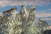 I think this ice floe looks like a bear lying on the back with the feet upwards. You can see the head on the right lower side | Denne isklumpen fra Kongsfjorden på Svalbard ser mest ut som en bjørn som ligger på ryggen med føttene opp.