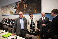 DEU, Deutschland, Germany, Berlin, 10.12.2019: Die beiden neu gewählten SPD-Parteivorsitzenden Norbert Walter-Borjans und Saskia Esken zusammen mit Bundesfinanzminister Olaf Scholz und Carsten Schneider, Parlamentarischer Geschäftsführer der SPD-Bundestagsfraktion, bei der Fraktionssitzung der SPD im Deutschen Bundestag.