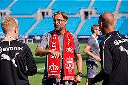 CHARLOTTE, USA - Saturday, July 21, 2018: Liverpool's manager Jürgen Klopp greets a friend from the Dortmund staff after a training session at the Bank of America Stadium ahead of a preseason International Champions Cup match between Borussia Dortmund and Liverpool FC. (Pic by David Rawcliffe/Propaganda)