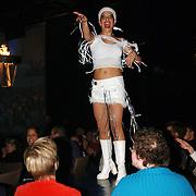 NLD/Hilversum/20051118 - Studio 21 Novomundo, meisje van het Holland Show ballet danst op tafel