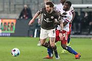 Fussball: 2. Bundesliga, FC St. Pauli - Hamburger SV, Hamburg, 01.03.2021<br /> Guido BUrgstaller (Pauli, l.) - Stephan Ambrosius (HSV)<br /> © Torsten Helmke