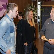 NLD/Ridderkerk/20181021 - oekpresentatie 'Voetbal stelt niets voor' van Jan Boskamp, en kinderen Sanny en Nikky Rene van der Gijp