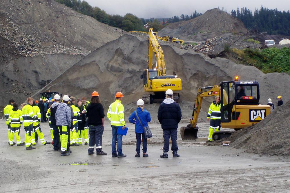 Fagdag i Trondheim<br /> For å sikre rekruttering til VG2 Anleggsteknikk og bransjen generelt, inviterte OKAB 180 elever fra VG1 Bygg- og anleggsteknikk i Trondheim skolene.