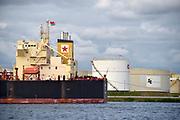 Nederland, Amsterdam, 19-6-2018 Opslagtanks voor chemicalien, brandstof, benzine en diesel. In de terminal opslagterminal van Zenith Energy lost een tanker, tankschip, de lading . FOTO: FLIP FRANSSEN